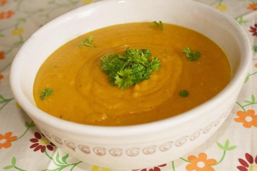 Mrkvová polévka se slzovkou