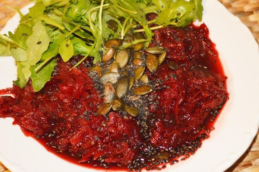 Červená řepa se semínky